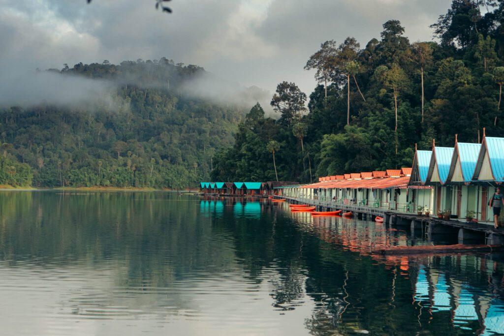 Khoa Sok floating houses