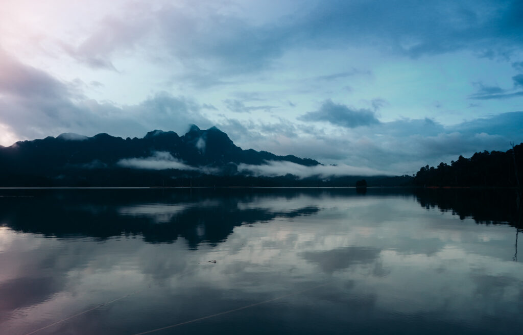 Khoa Sok lake